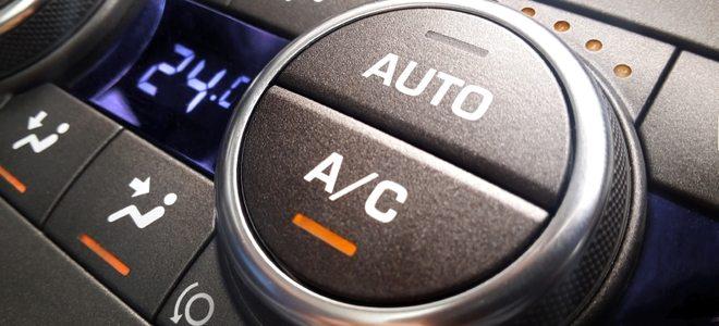 De knop in de auto om de airco te aan en uit te zetten
