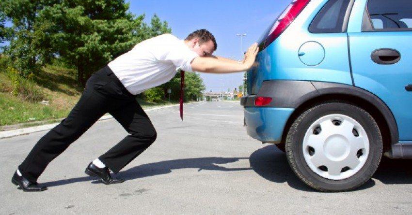 Auto aanduwen vanwege startproblemen