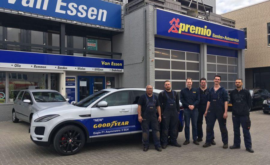 Pand Premio Van Essen Zwolle met personeel