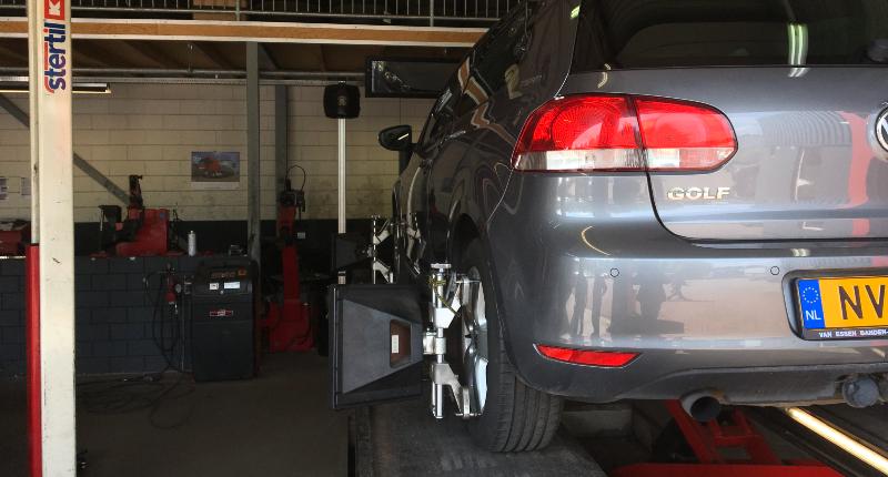 Auto uitlijnen aan de achterwielen