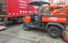 Van Essen vervangt met de mobiele servicetruck 4 banden van een site carrier van verhuursbedrijf boels