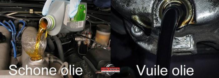 Heldere schone olie en zwarte vervuilde olie voor motorolie verversen