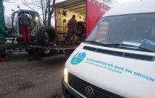 Van Essen repareert een band van een kraan voor hovenier Konijnenberg