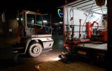 De 24 uurs bandenpechservice is 's nachts gevraagd bij een truck bij slachterij Vion