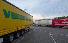Van Essen verleent 24 uurs bandenpechservice aan een truck op een parkeerplaats